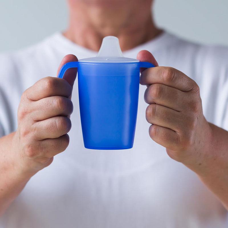 2-Henkel-Becher 220 ml, mit Schnabelaufsatz kleine Öffnung (ø 5 mm)