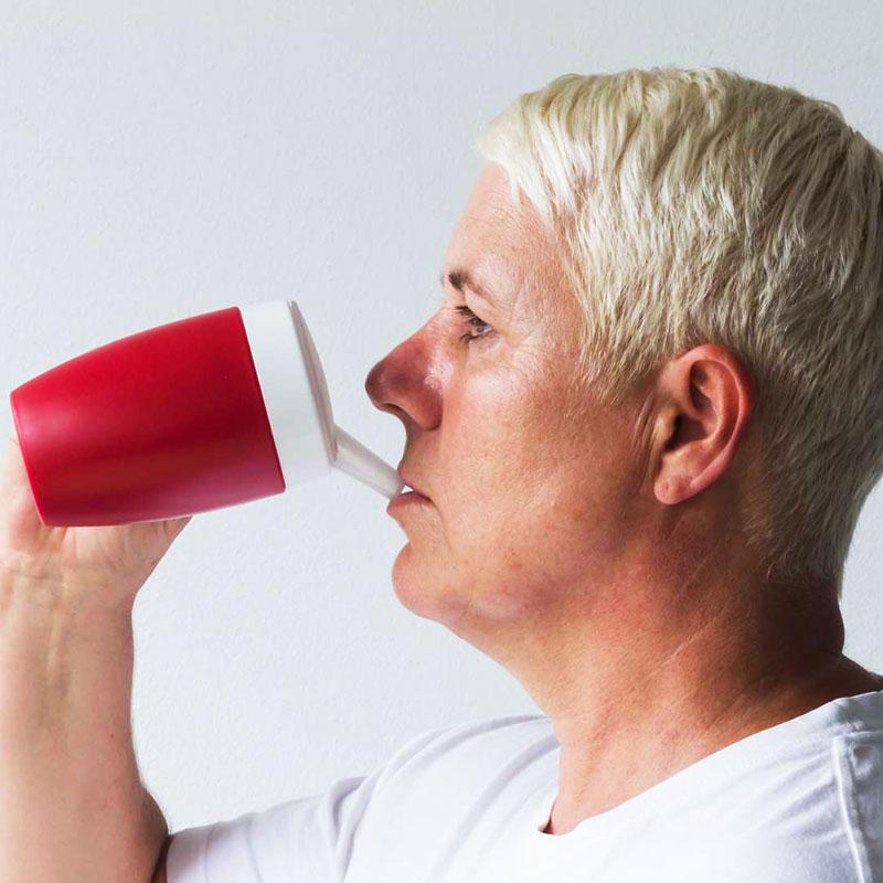 Becher mit Trink-Trick mit Schnabelaufsatz große Öffnung